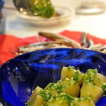 steamed-potatoes-garlic-parsley-olve-oil